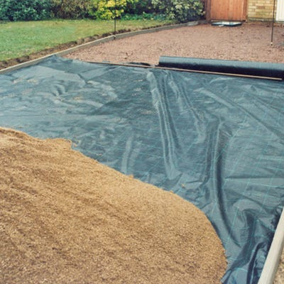2000mm x 25m Groundcheck Extra Heavy Duty Woven Landscape Membrane