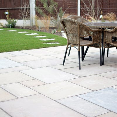 EM 22mm Fern (Raj) Riven Natural Sandstone Paving Patio Pack (15.3m²)