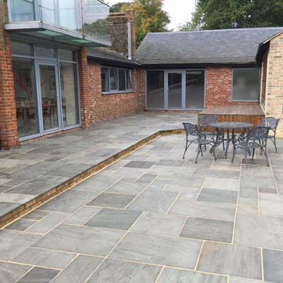 EM 22mm Silver Grey Riven Natural Sandstone Paving Patio Pack (15.3m²)