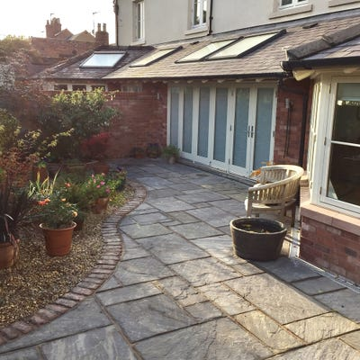 EM 22mm Sagar Riven Natural Sandstone Paving Patio Pack (15.3m²)