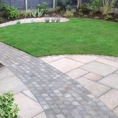 EM 22mm Singoli Riven Natural Sandstone Paving Patio Pack (15.3m²)