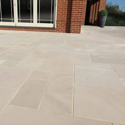EM 20mm Ivory Smooth Natural Sandstone Paving Patio Pack (15.3m²)