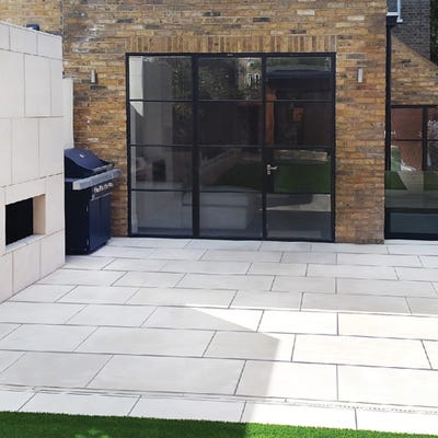EM Vanilla Smooth Natural Sandstone Paving Patio Pack (15.3m²)