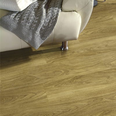 Krono Original Variostep Classic 9748 Light Varnished Oak 8mm Laminate Flooring