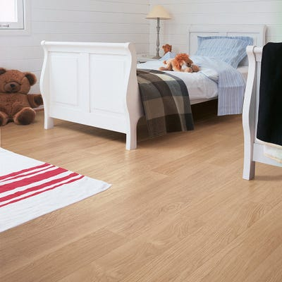 Quick Step Perspective UF915 White Varnished Oak Laminate Flooring