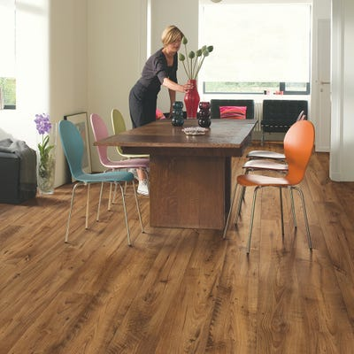 Quick Step Perspective Wide ULW1543 Reclaimed Chestnut Antique Laminate Flooring