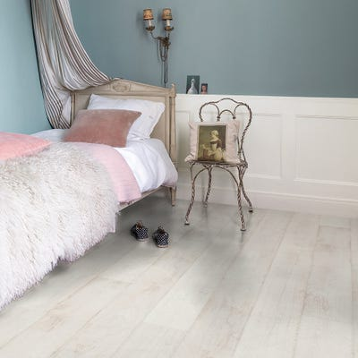 Quick Step Classic CLM1290 Bleached White Teak Laminate Flooring
