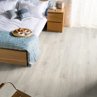 Krono Original Vintage Classic 5953 Chantilly Oak 10mm Laminate Flooring