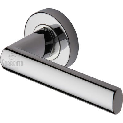 Sorrento Milan Handle on Round Rose in Polished Chrome