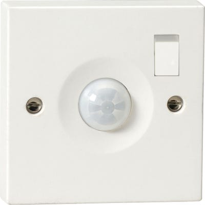 Knightsbridge Switched Wall Mounted IP20 PIR Sensor PIR0901S