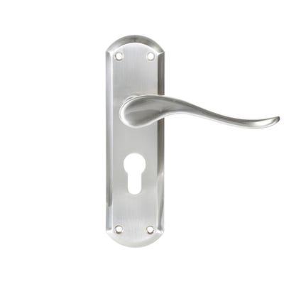 Dale Sigma Door Handle in Satin Nickel
